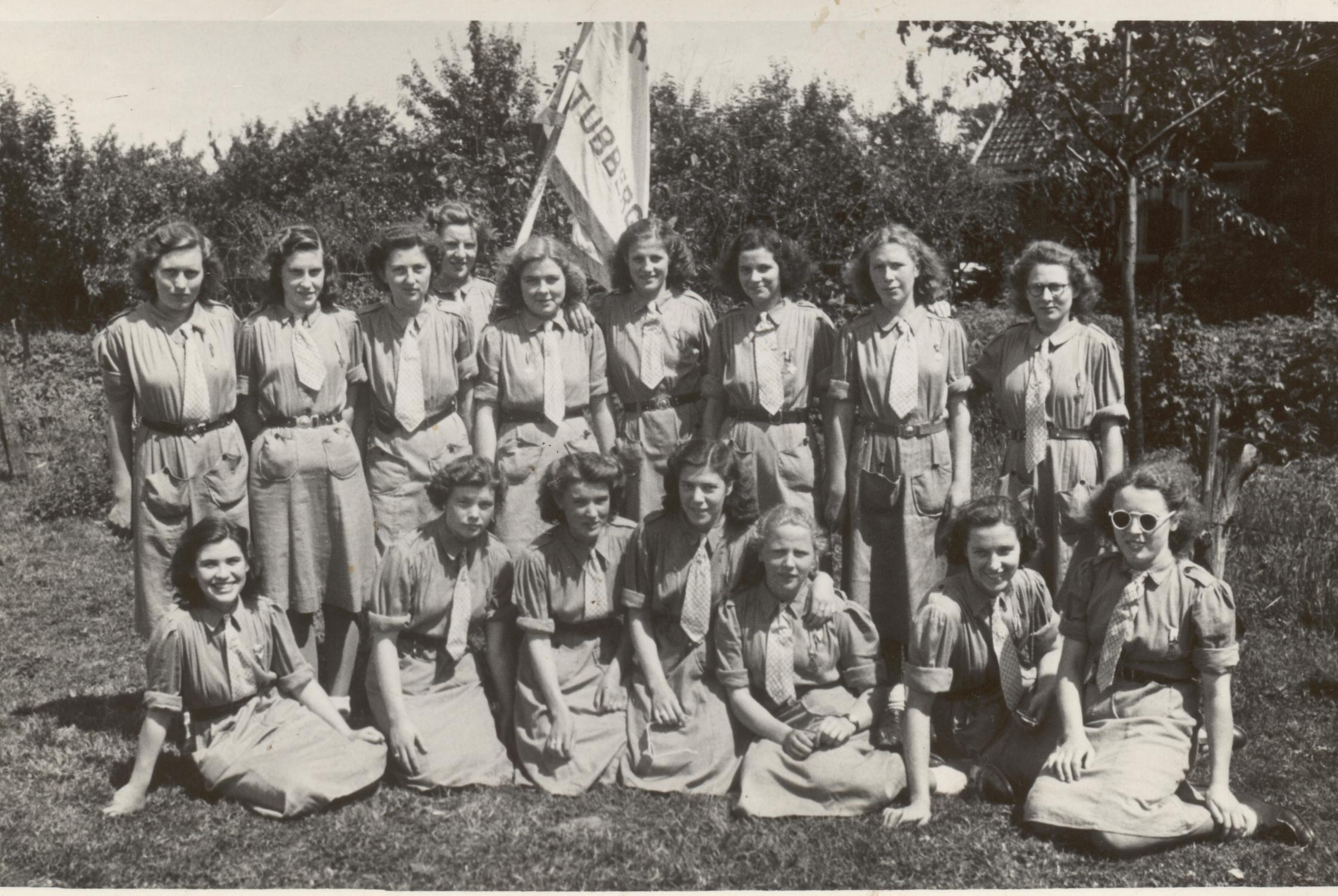 1951 Smit als leidster  2e v rechts onder